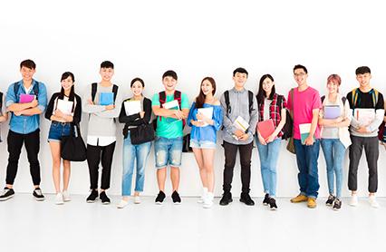 學生在網上發表學校詳情介紹