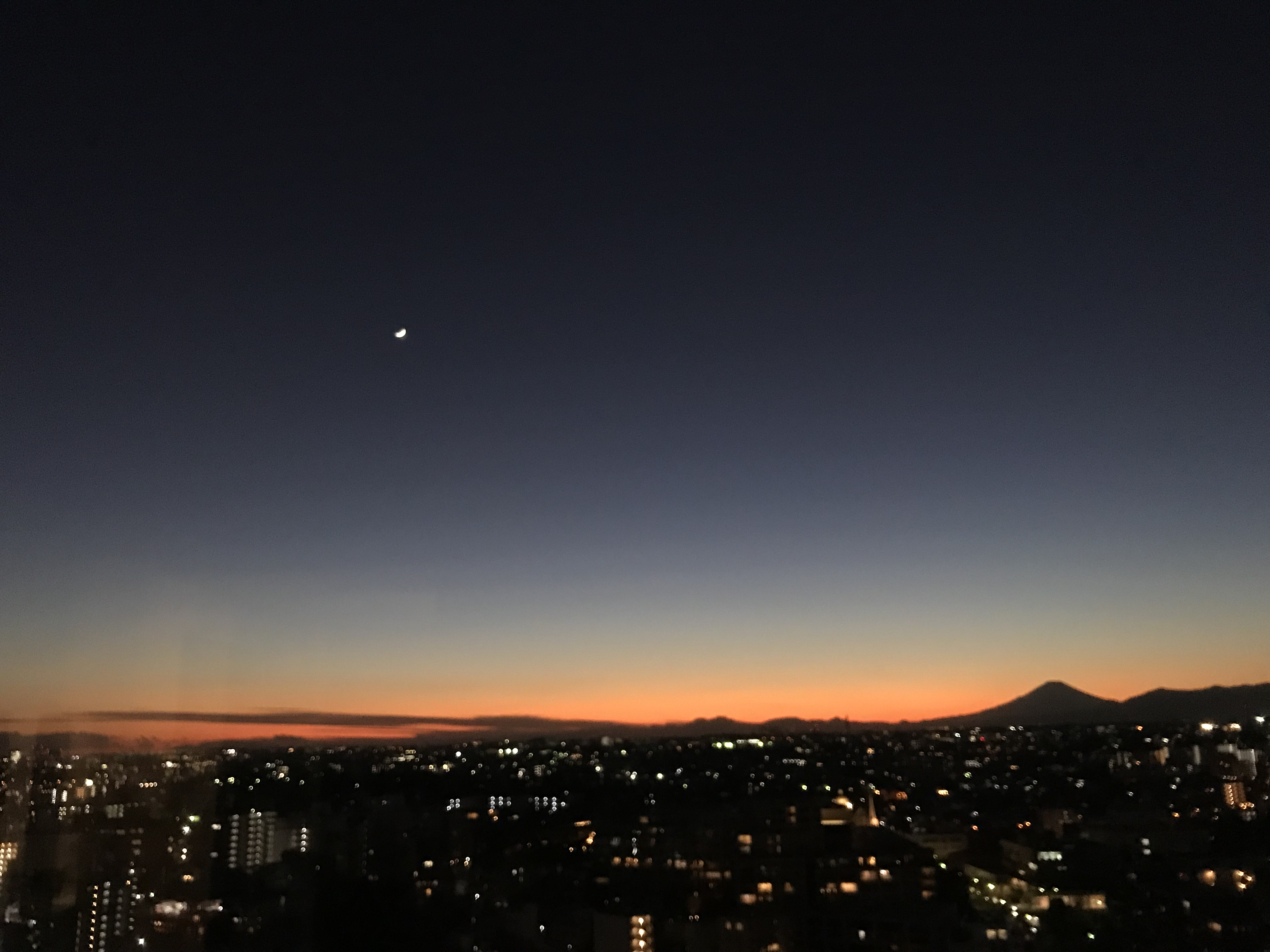 月と夕焼けと富士山